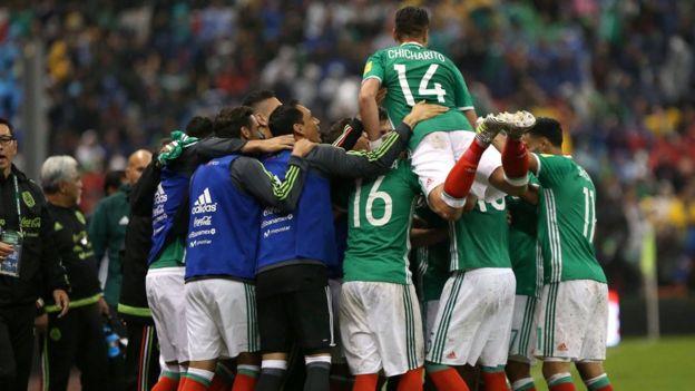 México celebra en el estadio Azteca.