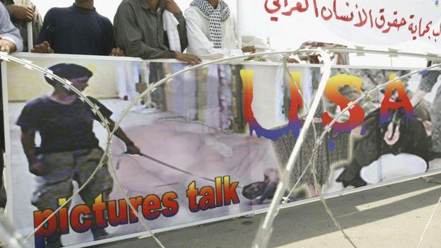 صورة من أبو غريب في مظاهرة في بغداد