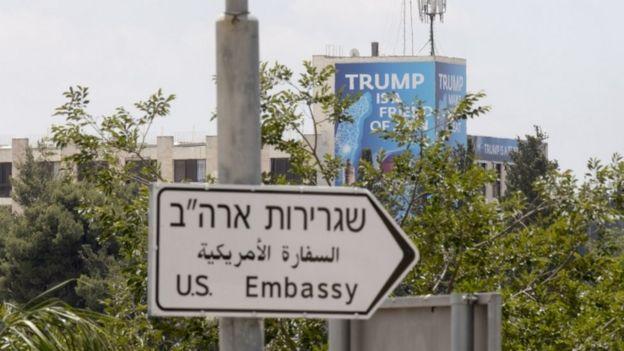 الإشارة إلى السفارة الأمريكية في القدس