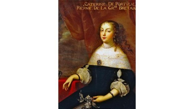 واظبت كاثرين أوف براغانزا، بعد زواجها من ملك إنجلترا تشارلز الثاني، على عادة احتساء الشاي يوميا