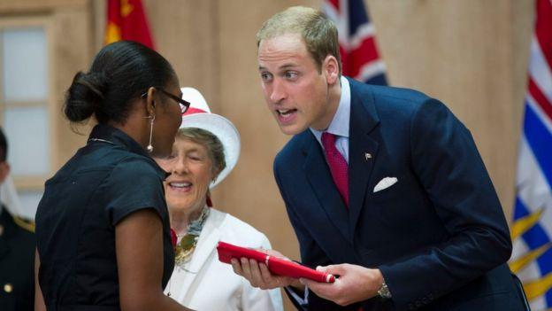В 2011 году герцог и герцогиня Кекмбриджские присутствовали на церемонии получения канадского гражданства
