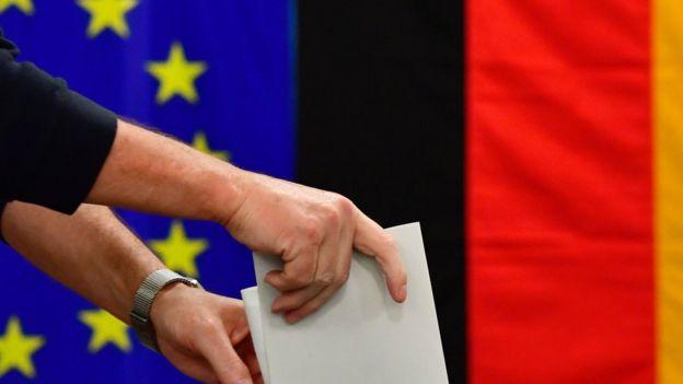 Almanya federal seçimlerinde oy verme işlemi başladı.