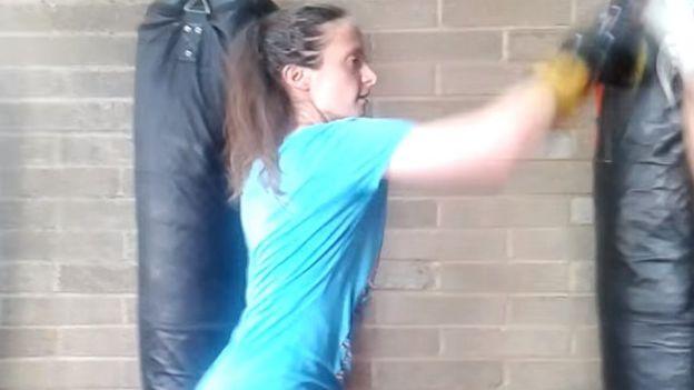 Sophie Lionnet boxeando