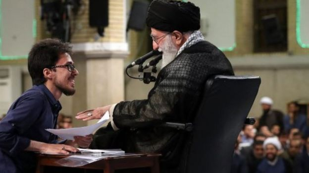 سال گذشته نیز محمدجواد معتمدینژاد، دبیر پیشین جنبش عدالت خواه دانشجویی یک روز پس از این اظهارات در حسینیه بیت رهبری بازداشت شده بود
