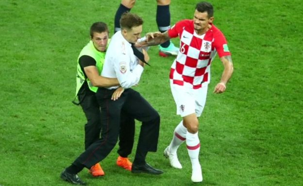 Lovren holding intruder, 15 July 18