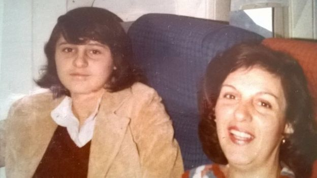Viviana Gallardo (izquierda) junto a su madre Vilma Camacho.