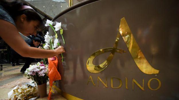 Tras el atentado muchas personas han rendido tributo a las víctimas de la explosión.