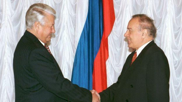 Rusiya prezidenti Boris Yeltsinlə Azərbaycan prezidenti Heydər Əlivein görüşü, 17 noyabr, 1994-cü il