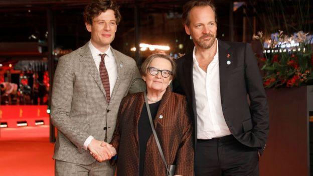 """Джеймс Нортон, Агнешка Холланд и Питер Сарсгаард перед мировой премьерой """"Мистера Джонса"""" на Берлинском кинофестивале. 10 февраля 2019 г."""