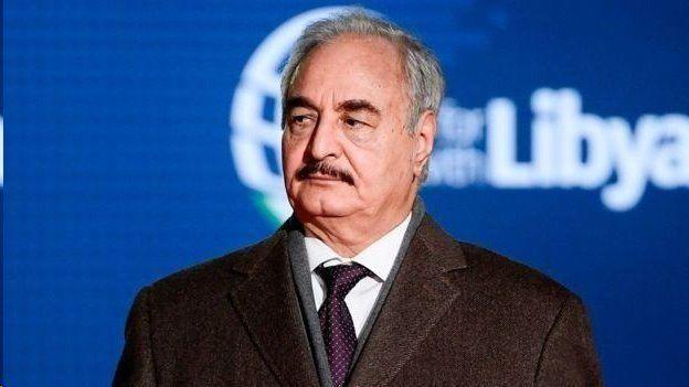 ژنرال حفتر در جریان قیام سال ۲۰۱۱ به لیبی بازگشت و رهبر یکی از گروههای شورشی مهم در شرق لیبی شد