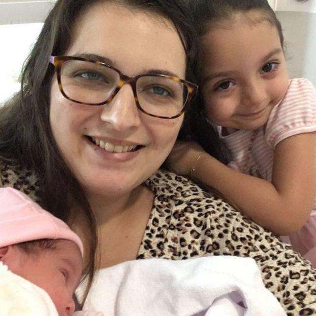 Marina Faleiros com as filhas