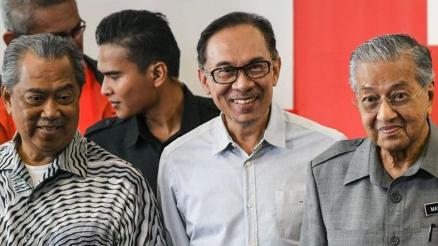 Malaysia's Mahathir Mohamad (R), politician Anwar Ibrahim (C) and Affairs Muhyiddin Yassin