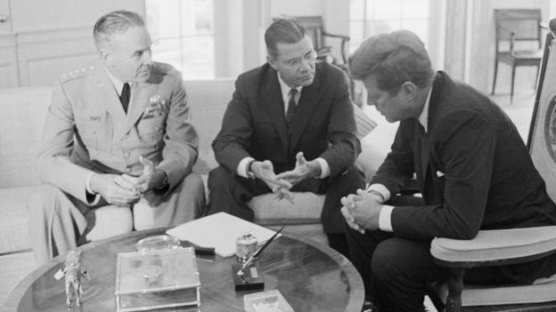 Taylor, McNamara và Kennedy