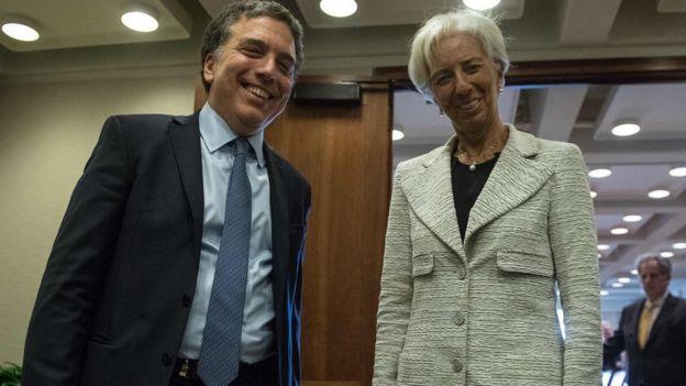Ministro argentino de Hacienda, Nicolás Dujovne, con la jefa del FMI, Christine Lagarde, en Washington.