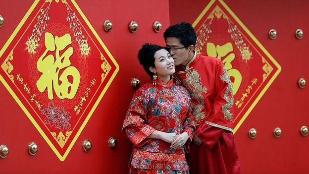 """سئولان همچنین گفتهاند که برای مبارزه با """"گرایشهای منفی اجتماعی و ارزشهای غلط"""" این مراسم باید مطابق ارزشهای سوسیالیستی و فرهنگ سنتی چین برگزار شود"""