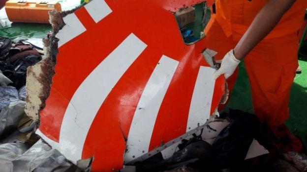partes del avión en el agua