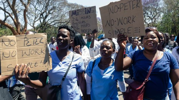 Medics protesting protesting about the abduction of their union leader in September 2019