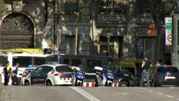 Ambulancias y patrullas en el lugar
