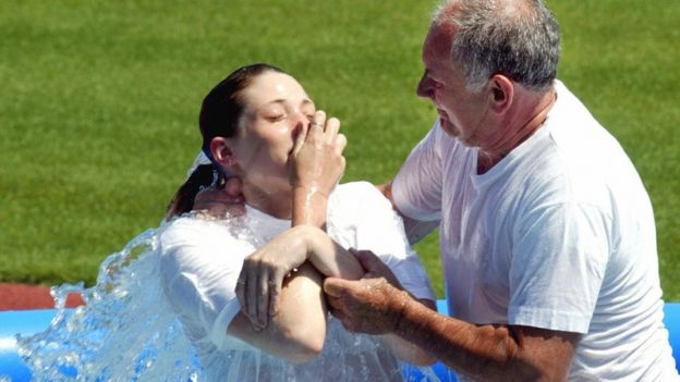 A young woman from the Jehovah's Witnesses is baptised on 20 July 2003 in Prague