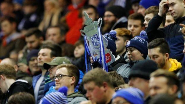 طرفداران فوتبال 'سلامت خود را به خطر میاندازند'