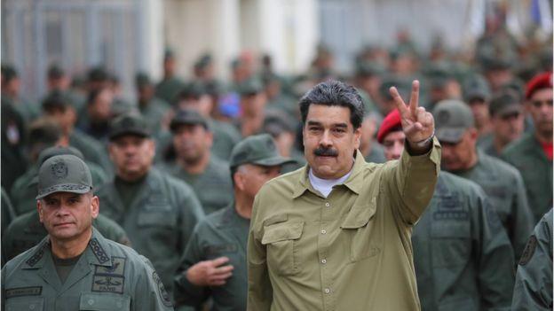 Maduro con soldados