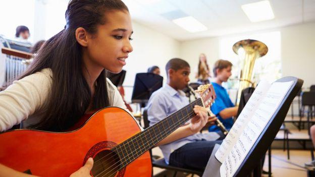 Instrumentos musicais também ajudam a desenvolver funções executivas