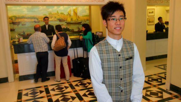 พนักงานโรงแรมในสิงคโปร์