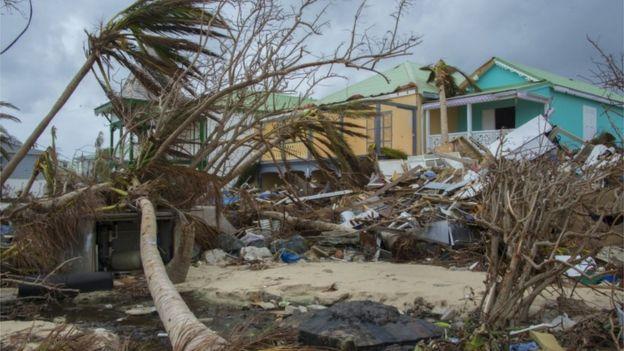 Destroços provocados pelo furacão Maria