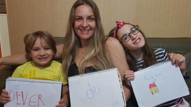 Cristina Dorneles com os filhos Davi e Maria Rita