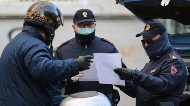 Полицейские в Неаполе