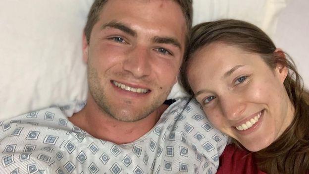 عروس تنقذ زوجها بعد سقوطه في بركان في أول أيام شهر العسل