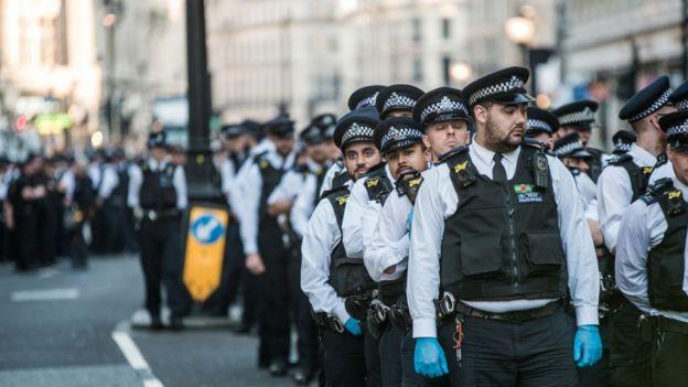 Policías en Londres.