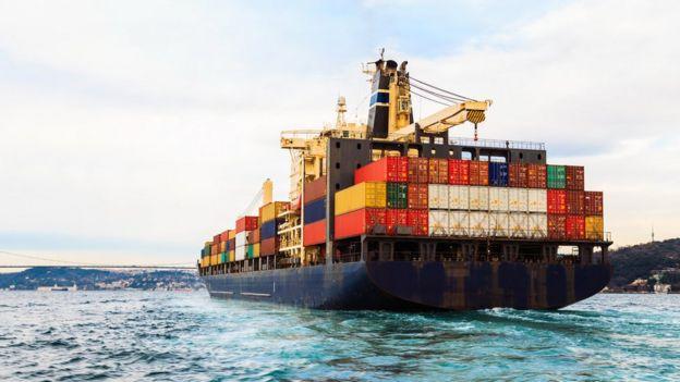 Barco com containeres