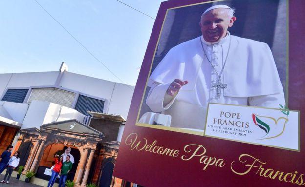 پوستر پاپ در کلیسای سن مری دوبی