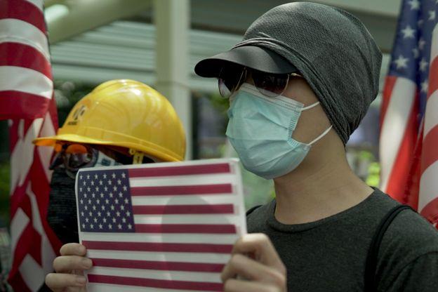 Concentração pró-EUA pedindo ajuda à Donald Trump em Universidade de Hong Kong em 20 de setembro