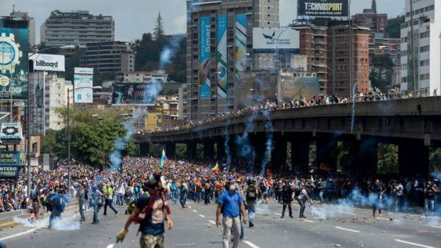 Represión de una protesta en Caracas.