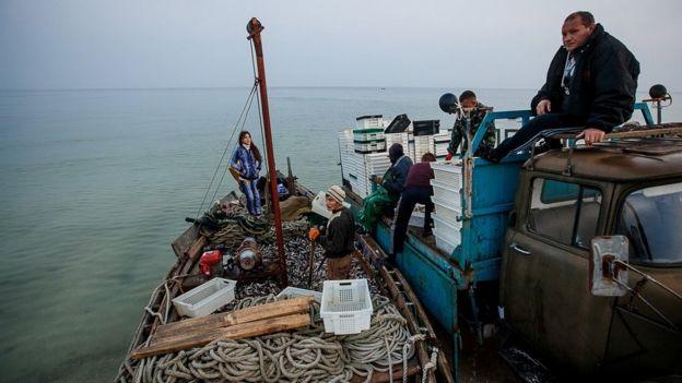 Рыбаки в Азовском море