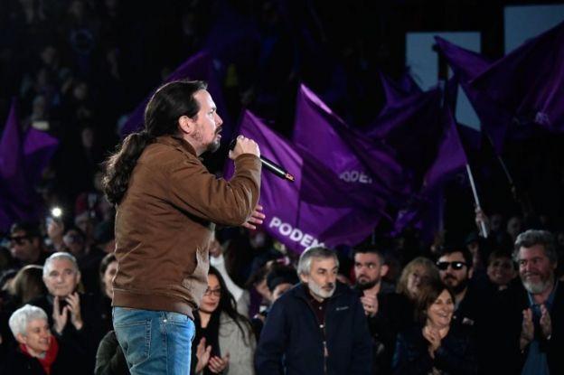Ekonomik krizin ardından düzenlenen sokak gösterilerini arkasına alarak kurulan Podemos partisinin lideri Pablo Iglesias