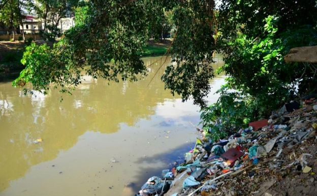 Lixo em rio