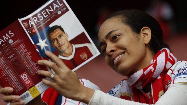 Arsenal taraftarı bir kadın