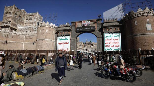 Yemenis walk through Sanaa's Old City (20 January 2020)