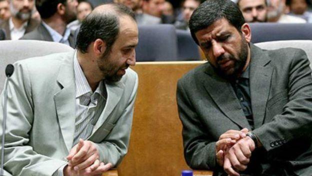 محمد سرافراز (چپ) در دوره ریاست عزتالله ضرغامی (راست) معاون برون مرزی او بود
