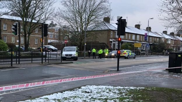 Woman hit by police car in Walthamstow dies - BBC News