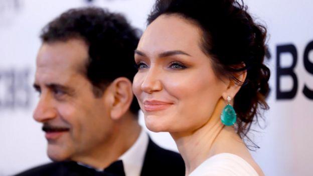 كاترينا لينك، التي أدت دور صاحبة المقهى الإسرائيلي وتوني شلهوب الذي أدى دور قائد الفرقة المصرية