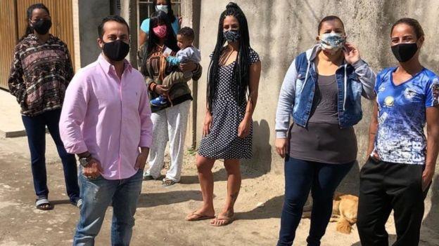 Thammy e moradores do bairro Jardim Conquista, São Mateus, e, ação de sanitização das ruas no combate ao coronavírus