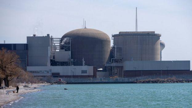 АЭС Пикеринг расположена на берегу озеро Онтарио в 50 км от Торонто.