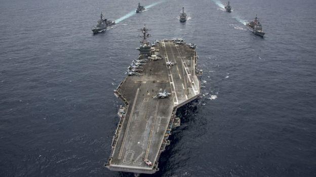 O porta-aviões americano USS Carl Vinson