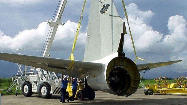 En 2001, las autoridades chinas devolvieron desarmado a EE.UU. un avión EP-3 que aterrizó de emergencia en su territorio.