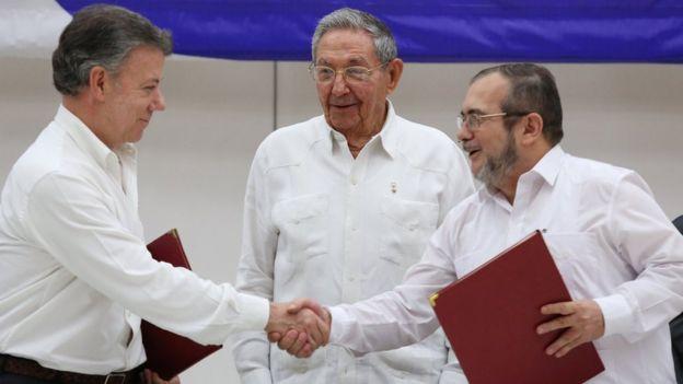 Juan Manuel Santos, Raúl Castro y Timochenko