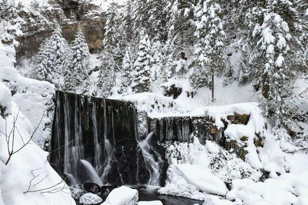 Rio congelado na Sibéria